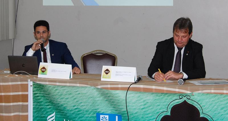 Reitor Regys Freitas e o presidente da Abruem, Aldo Nelson Bona